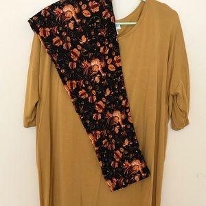 LuLaRoe Outfit Large Irma & Turkey TC Leggings